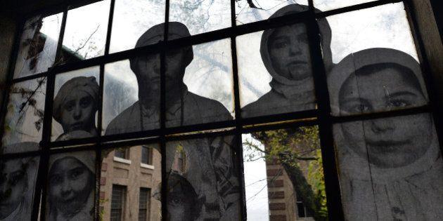 PHOTOS. Art: le français JR fait revivre les âmes errantes d'Ellis Island avec son oeuvre