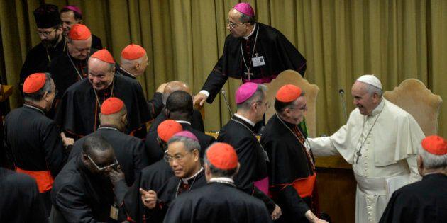 Synode sur la famille: un rapport final approuvé, sans accord sur les divorcés et les