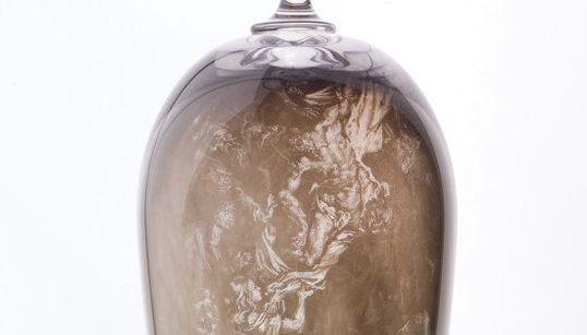 Des chefs d'œuvre de la peinture dessinés avec de la fumée sur des verres en
