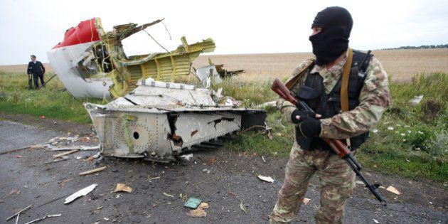 EN DIRECT. Crash de la Malaysia Airlines (vol MH17): les séparatistes enlèvent les corps, Washington...