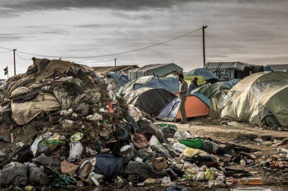 Des caravanes à Calais pour mettre les réfugiés à l'abri cet