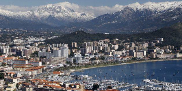 Statut de résident permanent pour devenir propriétaire en Corse: