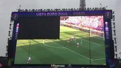 L'écran géant de la fan zone de la Tour Eiffel n'aime pas vraiment la