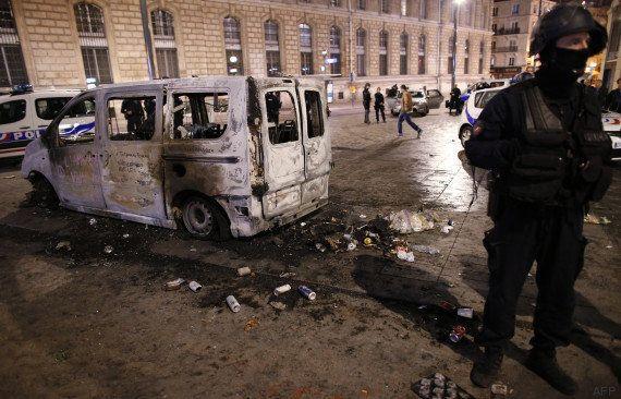 PHOTOS. Un véhicule de la RATP et deux Autolib incendiés à