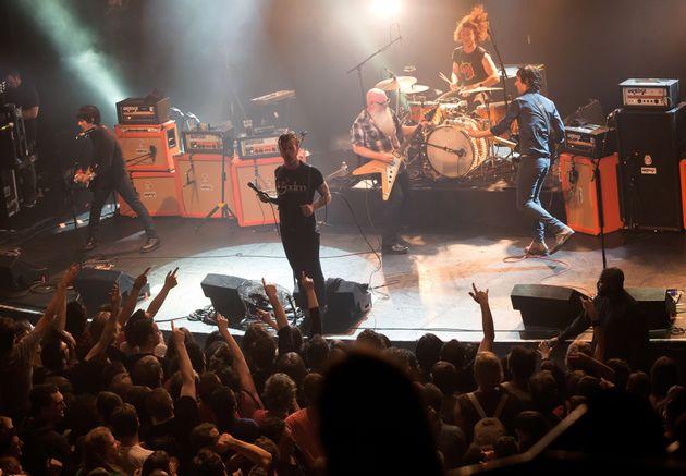PHOTOS. Eagles of Death Metal rentre aux Etats-Unis et interrompt sa tournée
