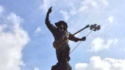 Une statue géante de