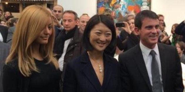 PHOTOS. Mais que fait Zahia aux côtés de Manuel Valls et Fleur Pellerin à la Foire internationale d'art