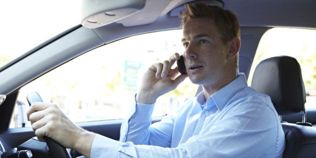 Téléphone au volant: le nombre de Français qui y ont recours a doublé en dix