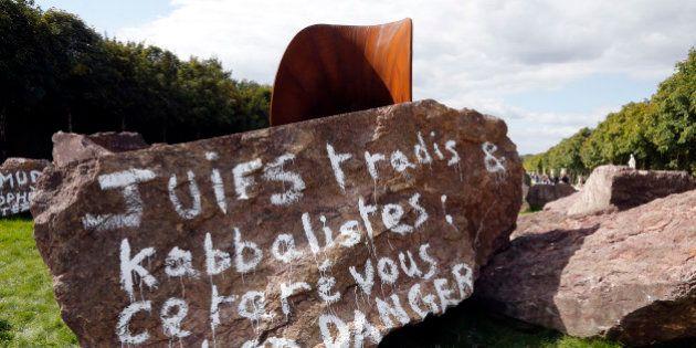 La sculpture d'Anish Kapoor vandalisée à Versailles va conserver les inscriptions