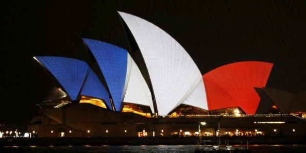PHOTOS. En signe de solidarité après les attentats de Paris, le monde entier devient bleu, blanc et