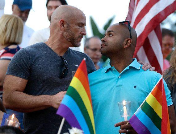 Les habitants d'Orlando rendent hommage aux victimes de la tuerie du club