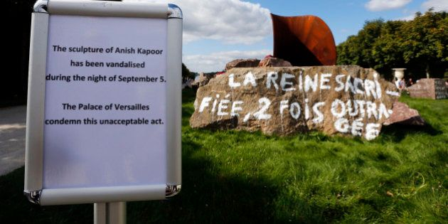 Oeuvre d'Anish Kapoor vandalisée: un élu porte plainte pour faire enlever les tags