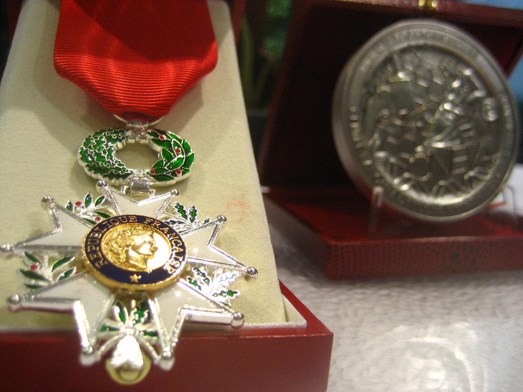 Trois personnalités marocaines décorées de la Légion