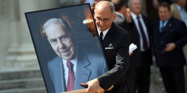 Un hommage à Charles Pasqua rendu aux Invalides à l'initiative du