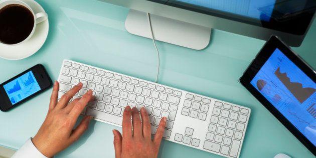 Internet au travail: surfer sur le web est un plaisir estival toléré, mais attention aux