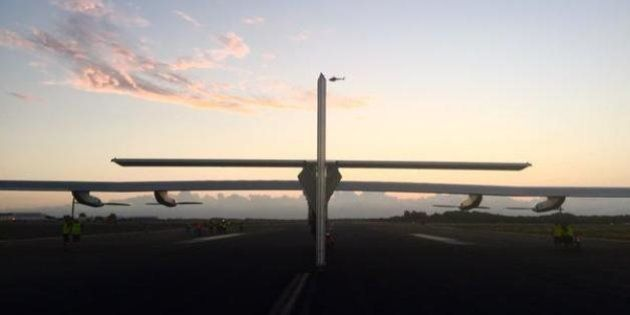 Solar Impulse se pose à Hawaï et bat le record du monde du vol en