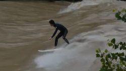 Ils surfent sur les vagues d'une
