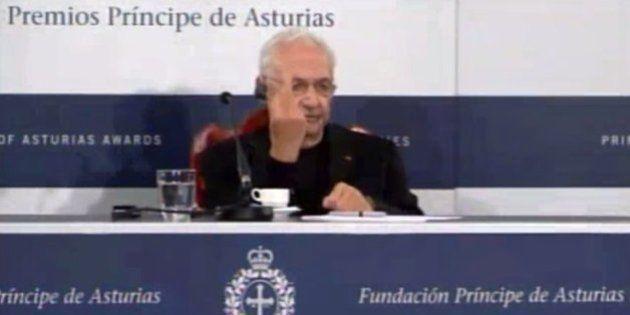 VIDÉO. Frank Gehry, l'architecte de la Fondation Louis Vuitton fait un doigt d'honneur à un