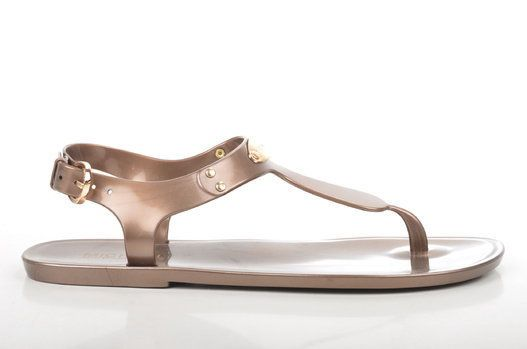 grand choix de e2e83 c3d73 PHOTOS. Chaussures d'été: ce qu'il ne faut surtout pas ...
