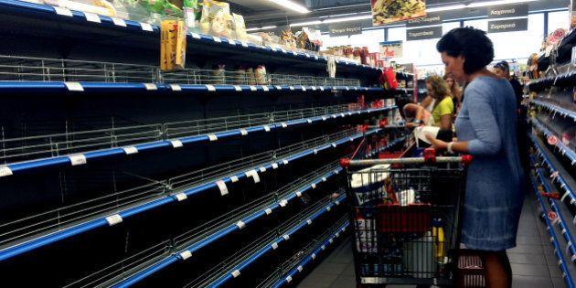 En Grèce, la crise et le référendum provoquent une ruée sur l'alimentation de base, l'essence et les