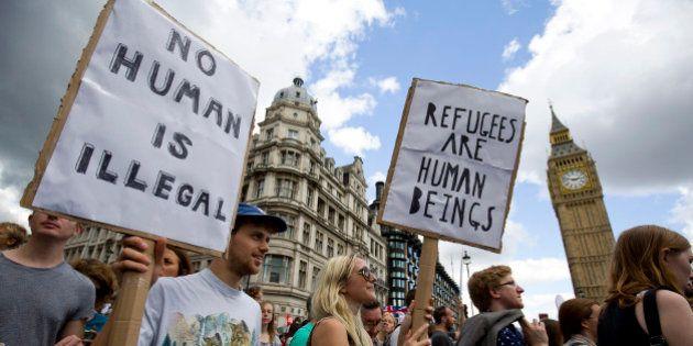 Manifestations pro et anti-migrants: l'Europe divisée sur l'accueil des