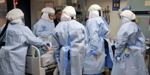 Ebola: New York et le New Jersey imposent la quarantaine aux voyageurs entrés en contacts avec des