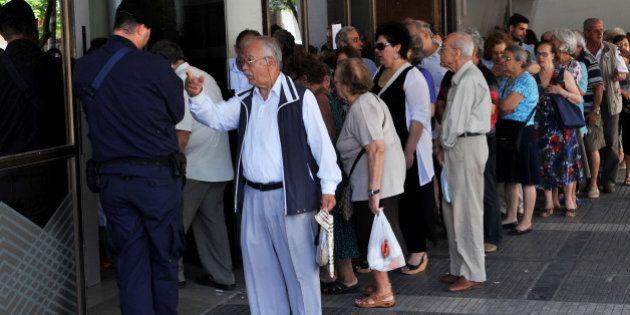 Grèce: les banques resteront fermées jusqu'au 8 juillet et les retraits plafonnés à 60