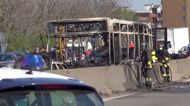 ジャックされたバスは全焼した