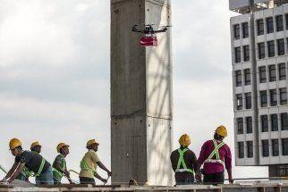 Singapour: des drones livrent des coca aux ouvriers des