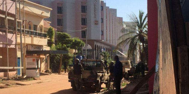 La fusillade dans l'hôtel Radisson à Bamako au Mali, revendiquée par le groupe jihadiste de Mokhtar Belmokhtar,...