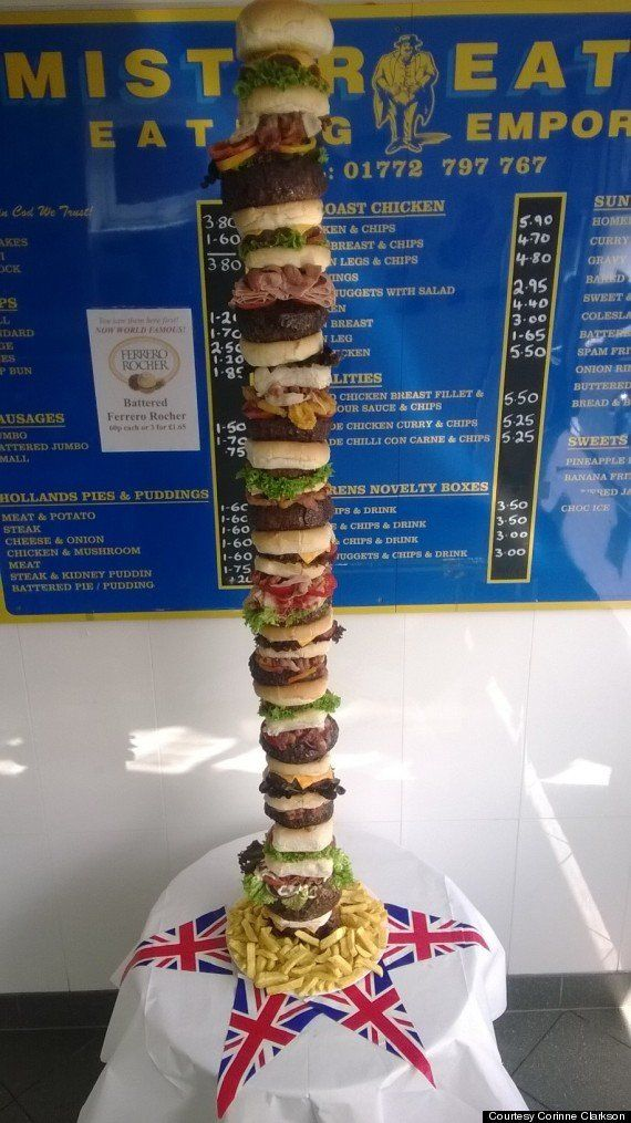 PHOTOS. Un restaurateur assemble un hamburger de 30.000