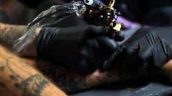 La vidéo hypnotisante d'un tatouage filmé au ralenti (et son