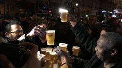 Une semaine après les attentats, Paris défie la peur une bière à la