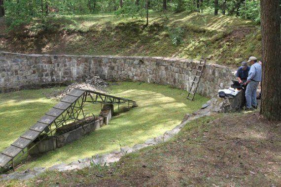 Un tunnel creusé par des juifs au fond d'un charnier pendant la Seconde Guerre Mondiale a été