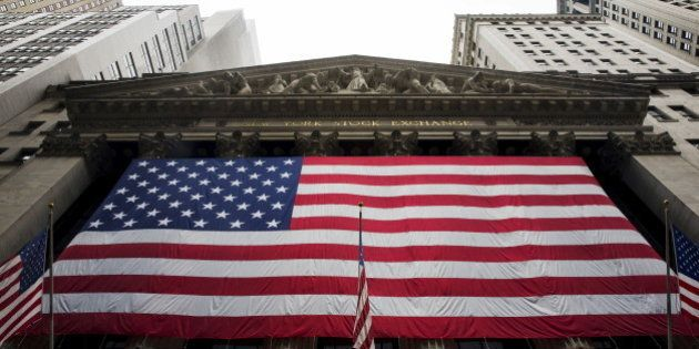 PHOTOS. Le New York Stock Exchange (NYSE) suspend ses échanges à Wall Street, mais exclut une