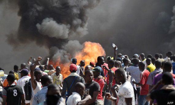PHOTO. Le Burkina Faso s'enflamme contre le régime de Blaise Compaoré, qui annule un vote