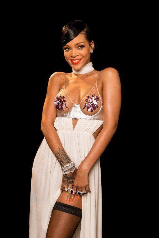 PHOTOS. Miley Cyrus et Rihanna font sensation dans des robes Tom Ford pour la soirée de