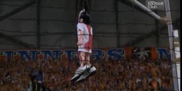 PHOTOS. Mathieu Valbuena pris pour cible par des fans de l'OM pendant
