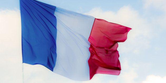 Où acheter en urgence votre drapeau français pour l'hommage national aux victimes des