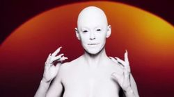 Rose McGowan de Charmed en alien topless pour sa reconversion en