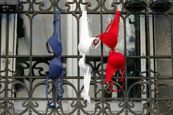 PHOTOS. Sans drapeau pour l'hommage national, ces Français ont opté pour le système