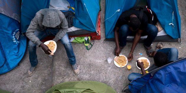 PHOTOS. Évacuation de deux campements de migrants à Paris, dont celui près
