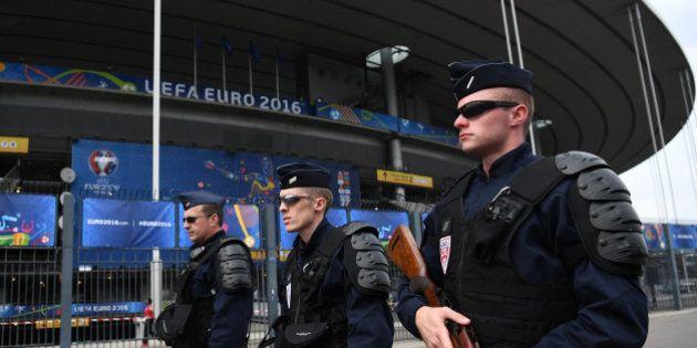 Avant France - Islande, explosion contrôlée d'une voiture aux abords du Stade de