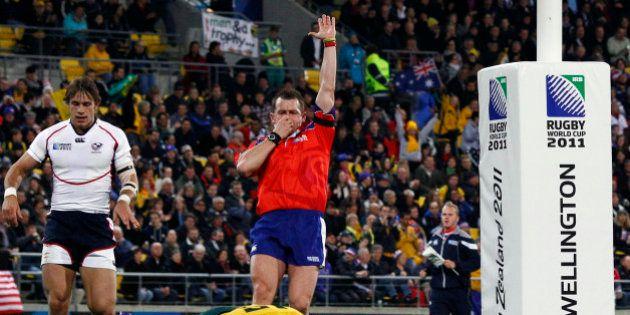 VIDÉO. Coupe du monde de rugby 2015 : les 5 gestes de l'arbitre à connaître pour frimer avec ses