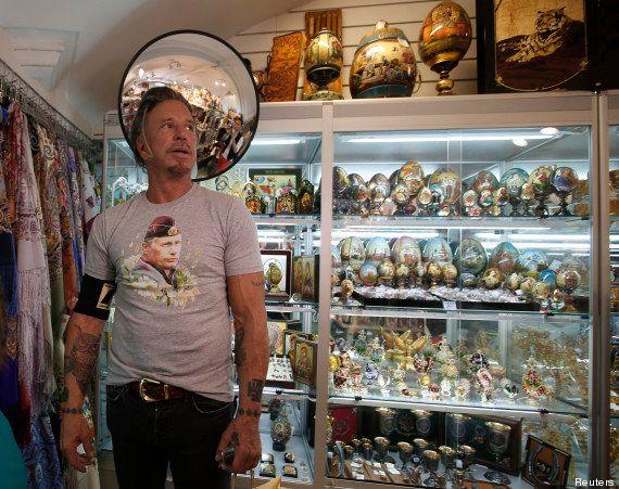 PHOTOS. Mickey Rourke s'offre un tee-shirt à l'effigie de Vladimir