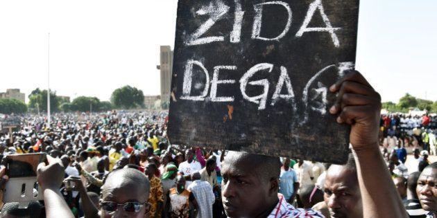 Burkina Faso: l'armée s'impose au pouvoir inquiétant le peuple et la communauté