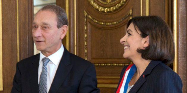 Un bureau pour Bertrand Delanoë: le Conseil de Paris adopte dans la douleur une mesure