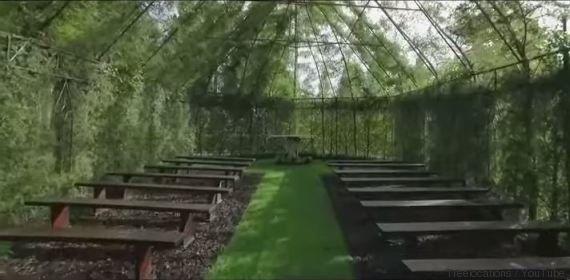VIDÉO. Une église insolite entièrement faite d'arbres...