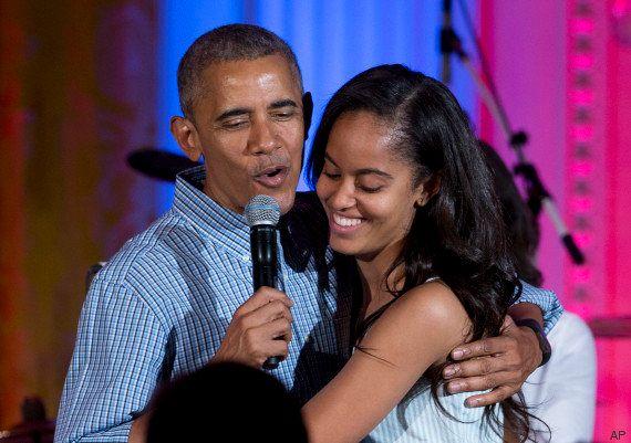 Barack Obama en papa gênant pour l'anniversaire de sa fille