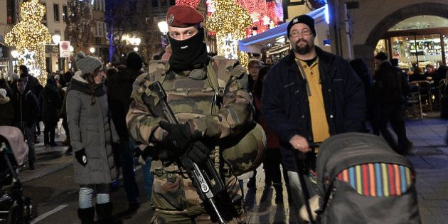 Les suites de l'enquête 16 jours après les attentats du 13 novembre à Paris et